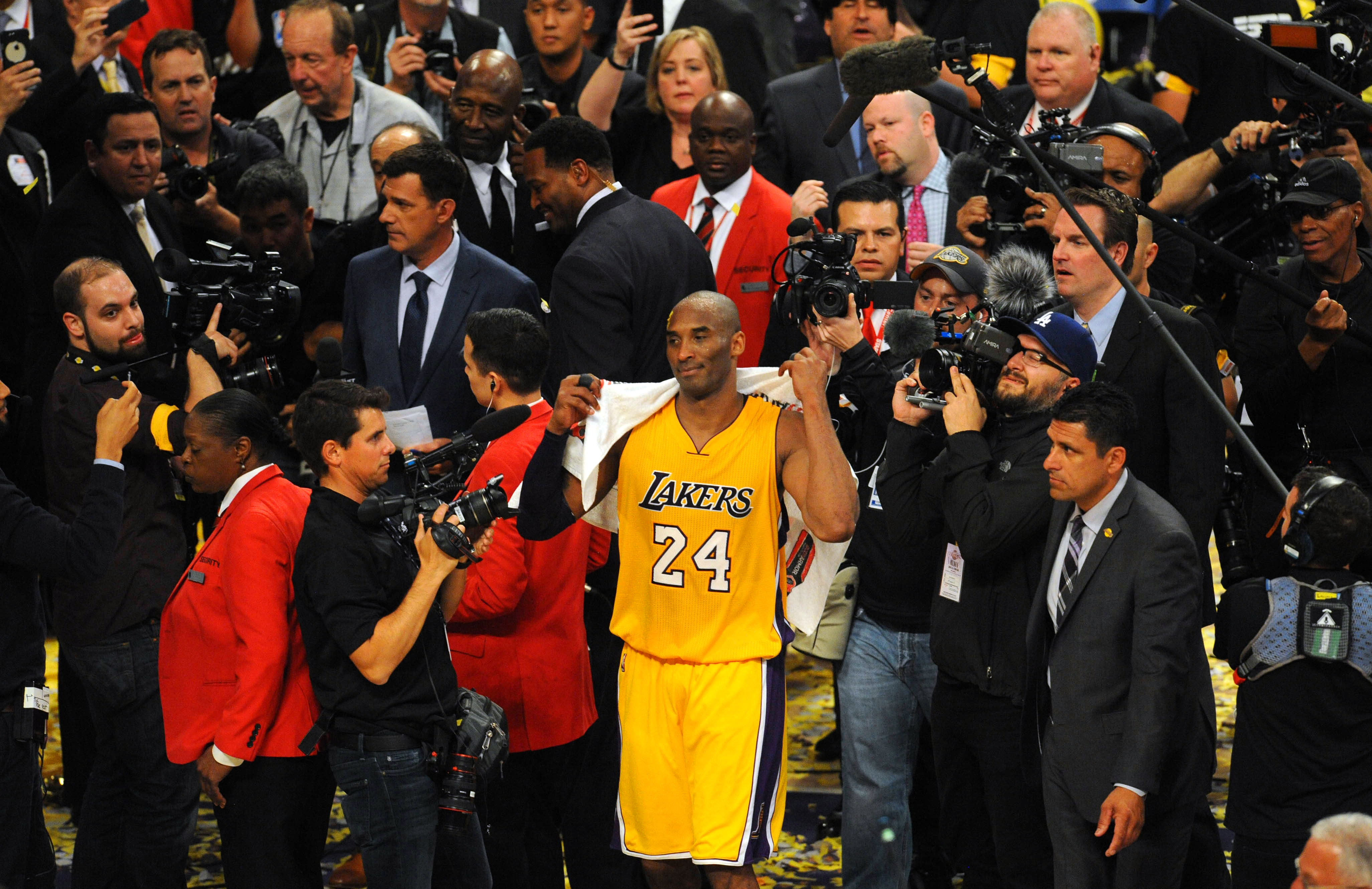 9bbf6728ad65 Debate Over  The Lakers Will Retire Both Of Kobe Bryant s Jerseys
