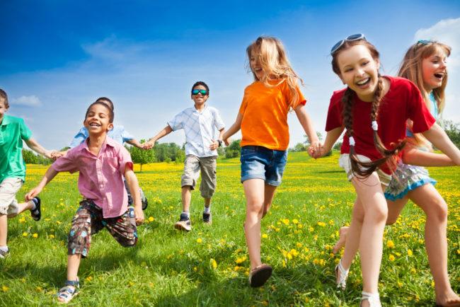 Kids playing outside (Photo: Shutterstock)