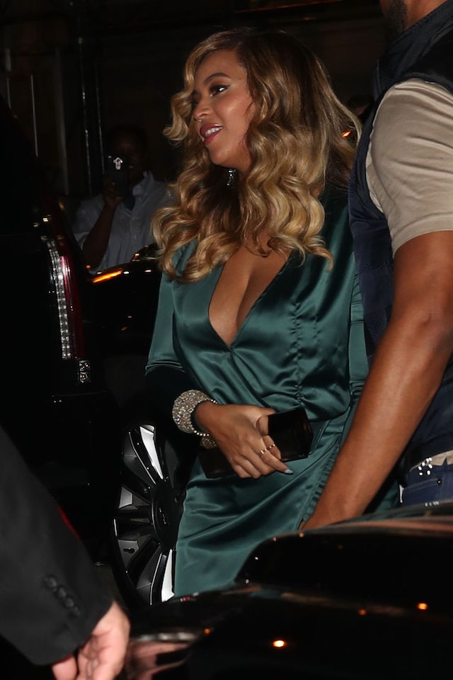 Beyonce arrives to Rihannas Diamond Ball in New York City.</p><p><br /> Pictured: Beyonce arrives to Rihanna Diamond Ball in NYC<br /> <b>Ref: SPL1578747 150917 </b><br /> <br /> Picture by: Pap Nation / Splash News