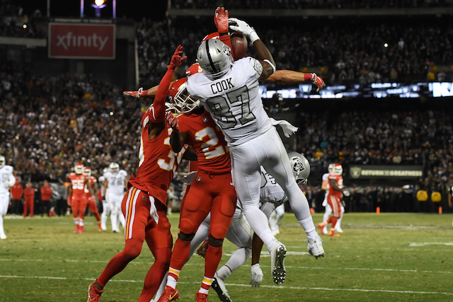 OAKLAND, CA - OCTOBER 19: Jared Cook #87 of the Oakland Raiders makes a catch at the one-yard line of the Kansas City Chiefs in the final moments of their NFL game at Oakland-Alameda County Coliseum on October 19, 2017 in Oakland, California. (Photo by Thearon W. Henderson/Getty Images)