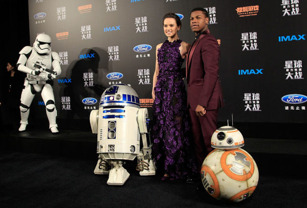 SHANGHAI, CHINA - DECEMBER 27: Daisy Ridley, left, John Boyega, right, attend the premiere of Star Wars on December 27, 2015 in Shanghai, China. (Photo by Hu Chengwei/Getty Images for Walt Disney Studios)