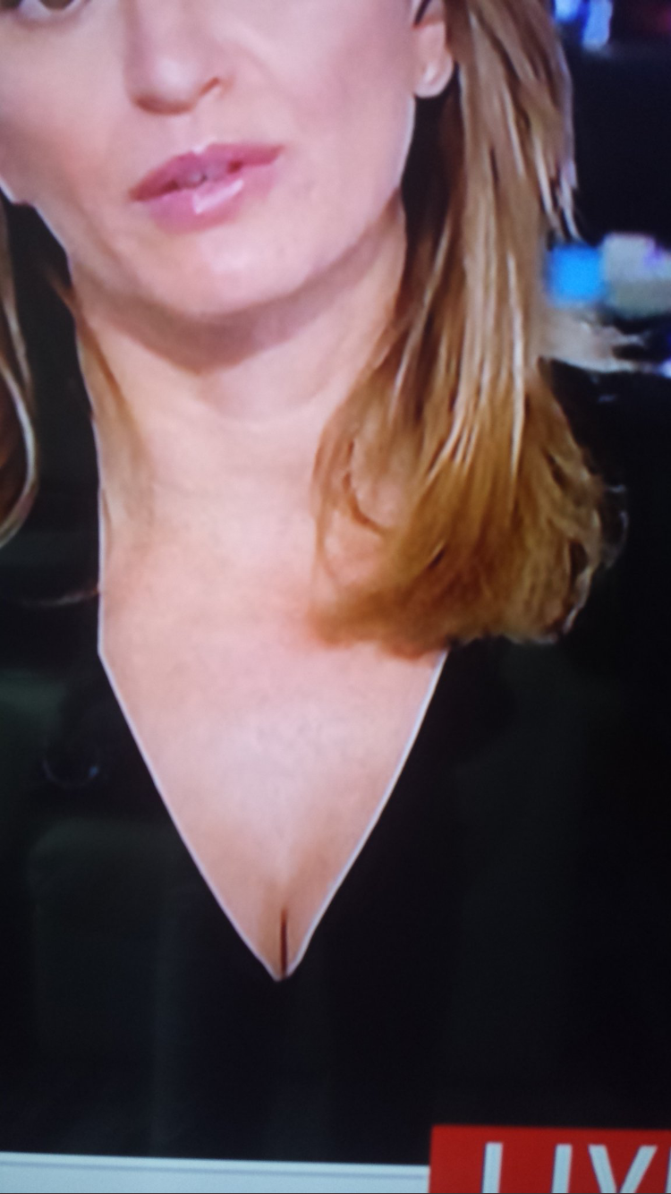 Msnbcs Katy Tur Lashes Out At Male Viewer Who Noticed Her Cleavage