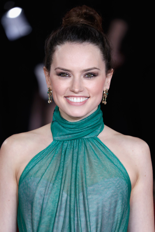 LONDON, ENGLAND - NOVEMBER 02: Daisy Ridley attends the 'Murder On The Orient Express' World Premiere at Royal Albert Hall on November 2, 2017 in London, England. (Photo by John Phillips/Getty Images)