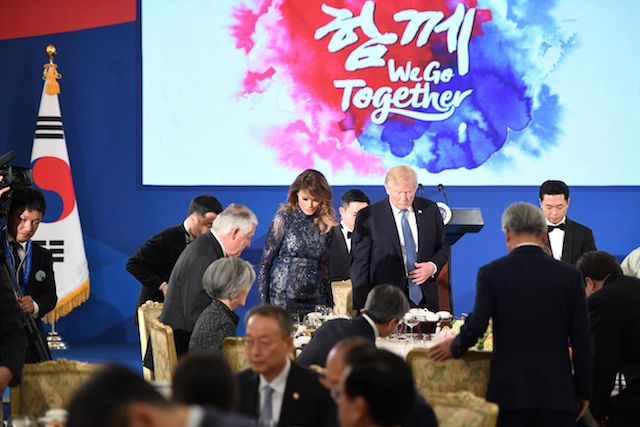 """US President Donald Trump (centre R) and First Lady Melania Trump (centre L) arrive for a state dinner with South Korea's President Moon Jae-In at the presidential Blue House in Seoul on November 7, 2017. North Korea poses a worldwide threat that requires worldwide action, President Donald Trump said in Seoul on November 7, but insisted """"we are making a lot of progress"""" in reining in the rogue state. / AFP PHOTO / Jim WATSON (Photo credit should read JIM WATSON/AFP/Getty Images)"""