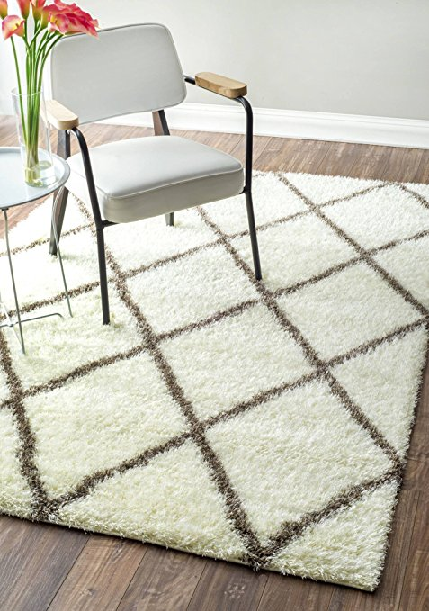 Normally $275, this rug is 60 percent off today (Photo via Amazon)