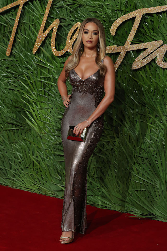 British singer Rita Ora poses on the red carpet upon arrival to attend the British Fashion Awards 2017 in London on December 4, 2017. (Photo: DANIEL LEAL-OLIVAS/AFP/Getty Images)