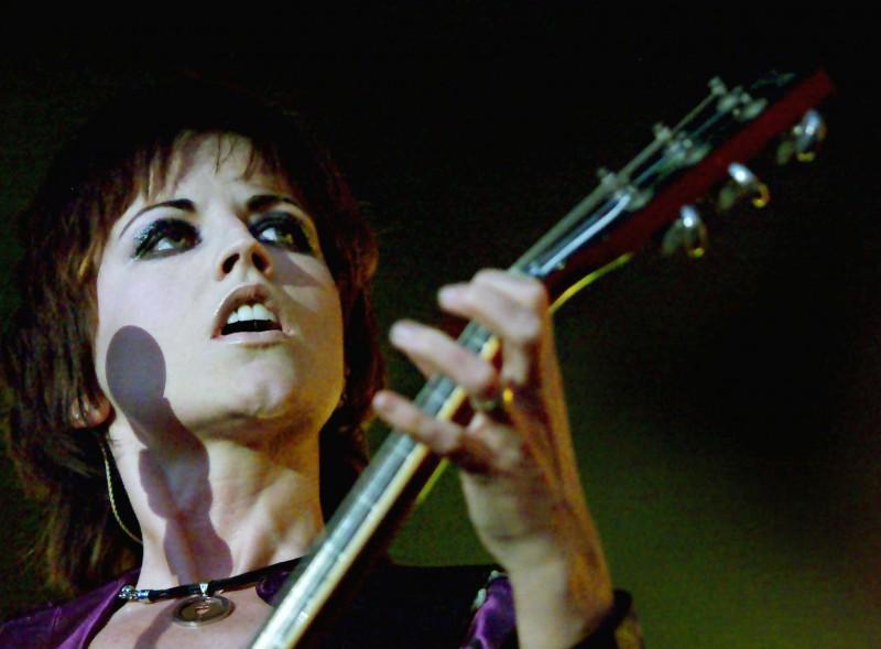 FILE PHOTO - Irish band 'The Cranberries' lead singer Dolores O'Riordan performs live at Dublin's Castle April 29, 2000. REUTERS/Ferran Paredes/File Photo