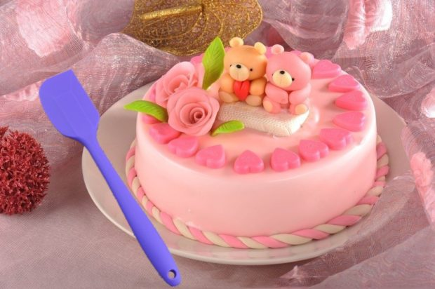 That cake certainly wouldn't be as cute without the aid of a spatula (Photo via Amazon)