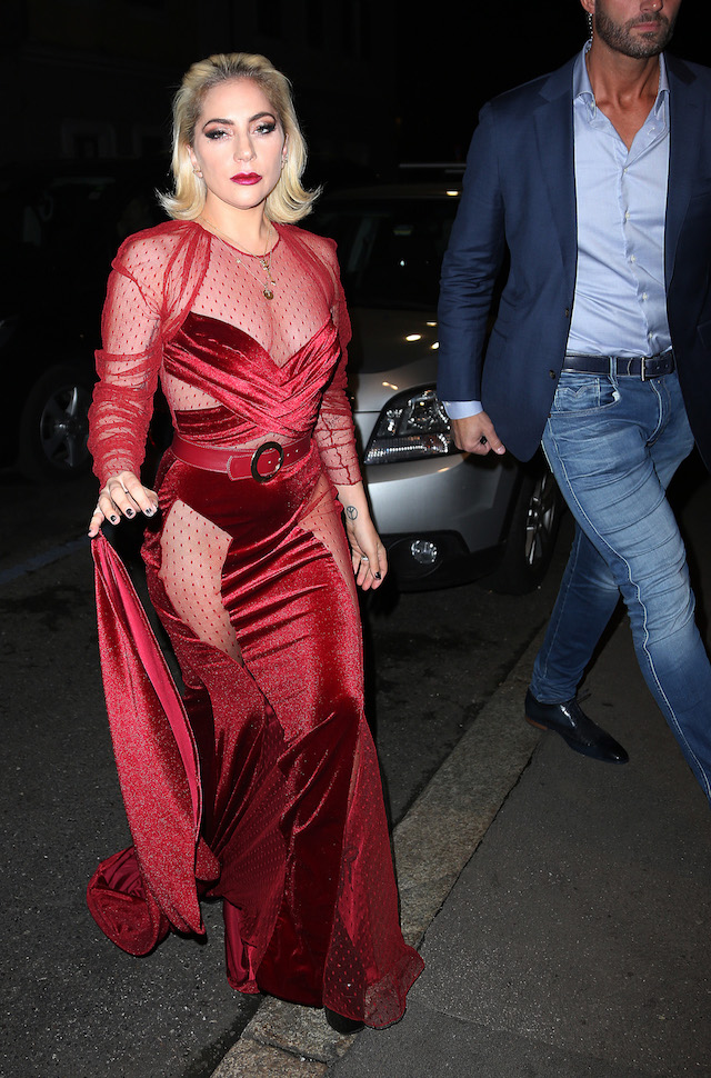 Lady Gaga leaves the hotel Palazzo Parigi in Milan and goes to the restaurant Da Giacomo. (Photo: Splash News)