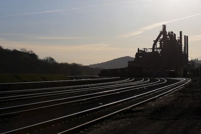 Railroad tracks run past the blast furnaces of the now-closed Bethlehem Steel mill in Bethlehem, Pennsylvania, April 21, 2016. REUTERS/Brian Snyder