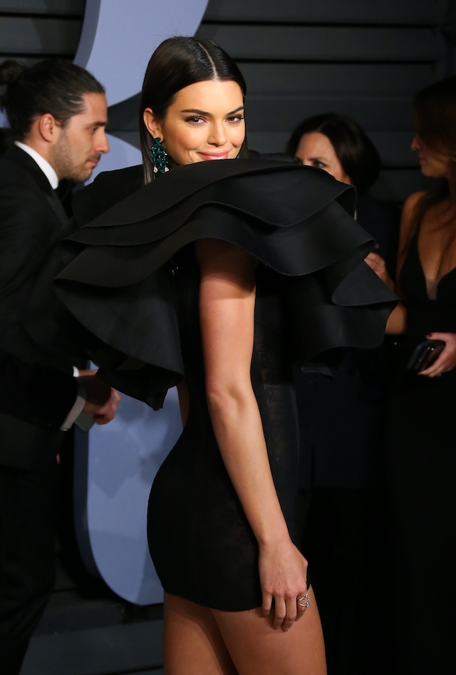 Kendall Jenner attends the 2018 Vanity Fair Oscar Party following the 90th Academy Awards at The Wallis Annenberg Center for the Performing Arts in Beverly Hills, California, on March 4, 2018. / AFP PHOTO / JEAN-BAPTISTE LACROIX (Photo credit should read JEAN-BAPTISTE LACROIX/AFP/Getty Images)