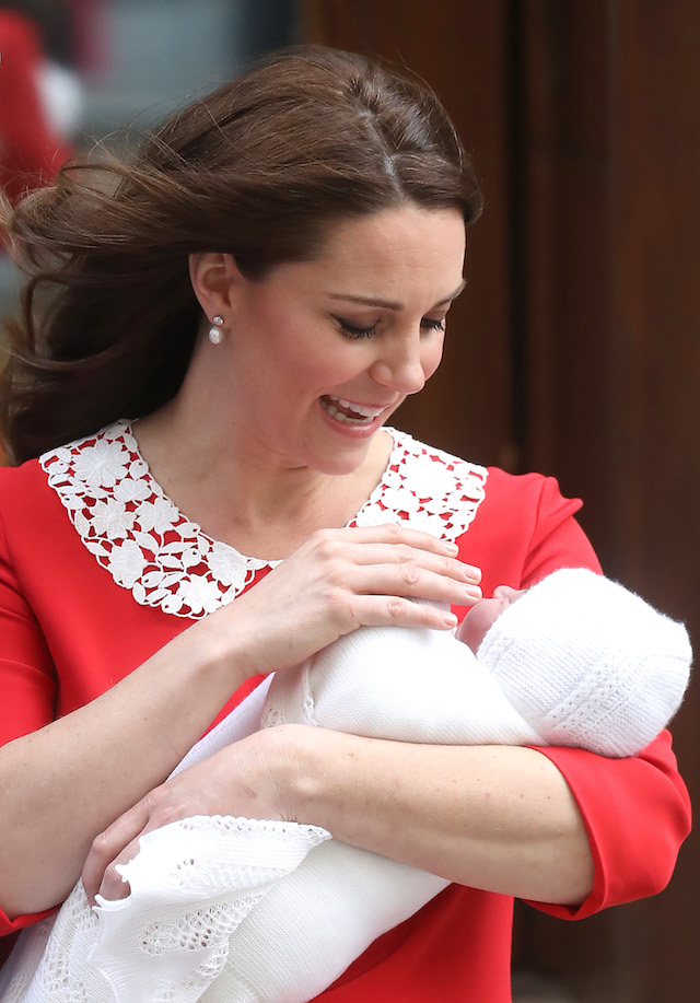 LONDON, ENGLAND - APRIL 23: Catherine, Duchess of Cambridge departs the Lindo Wing with her newborn son at St Mary's Hospital on April 23, 2018 in London, England. The Duchess safely delivered a boy at 11:01 am, weighing 8lbs 7oz, who will be fifth in line to the throne. (Photo by Chris Jackson/Getty Images)