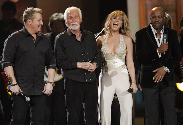 Kenny Rogers (2nd from L) performs with Gary LeVox (L), Jennifer Nettles and Darius Rucker before accepting the Willie Nelson Lifetime Achievement award at the 47th Country Music Association Awards in Nashville, Tennessee November 6, 2013. REUTERS/Harrison McClary (UNITED STATES - Tags: ENTERTAINMENT) - TB3E9B70AW2YS