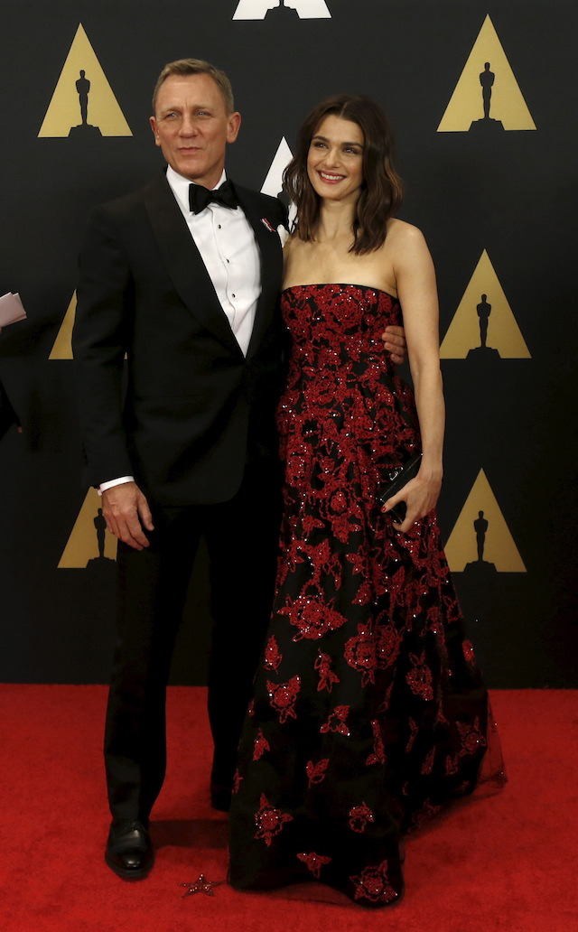 Actor Daniel Craig and his wife actress Rachel Weisz pose at the 7th Annual Academy of Motion Picture Arts and Sciences Governors Awards at The Ray Dolby Ballroom in Hollywood, California November 14, 2015. REUTERS/Mario Anzuoni - GF20000060360