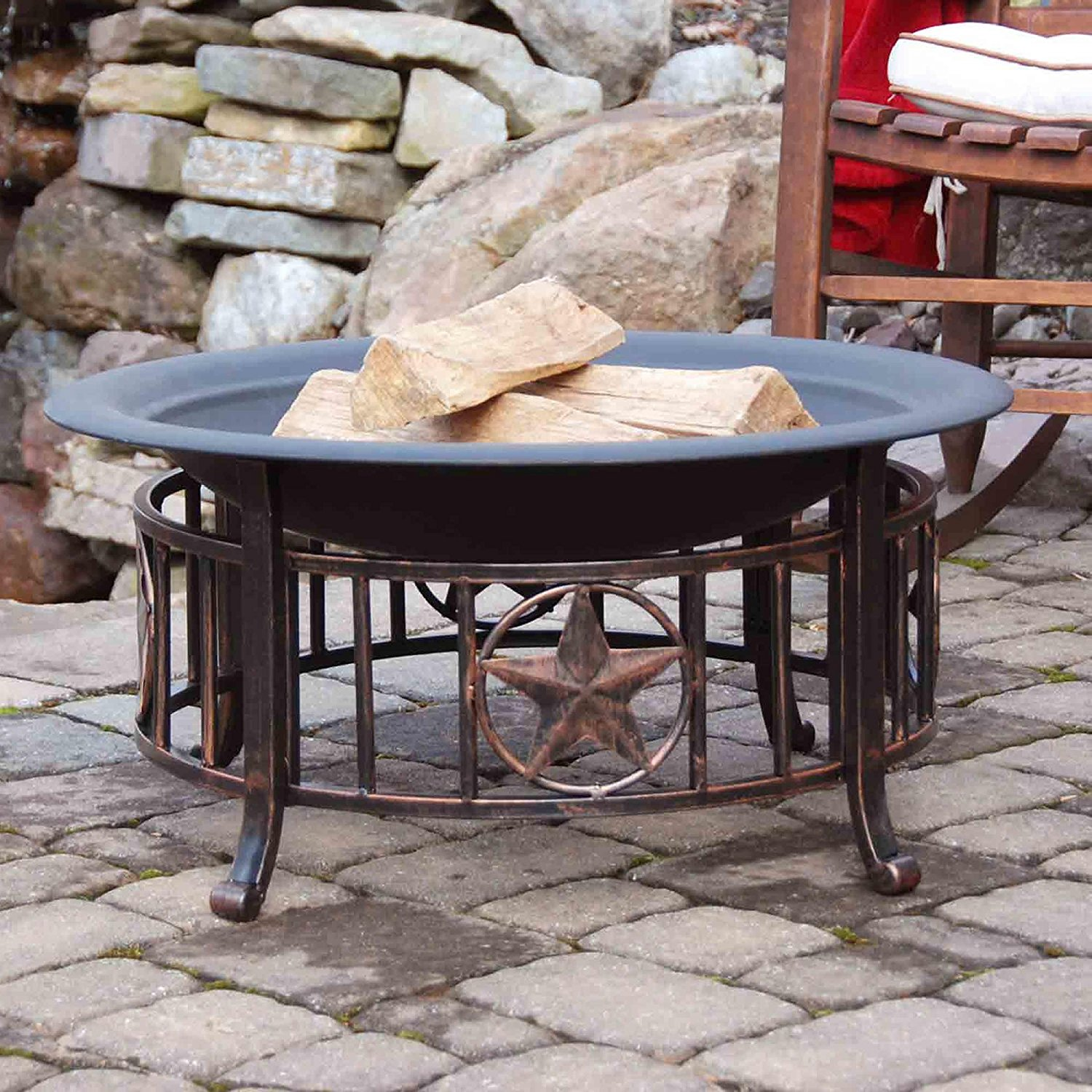 Who wouldn't want an 'Americana' fire pit (Photo via Amazon)