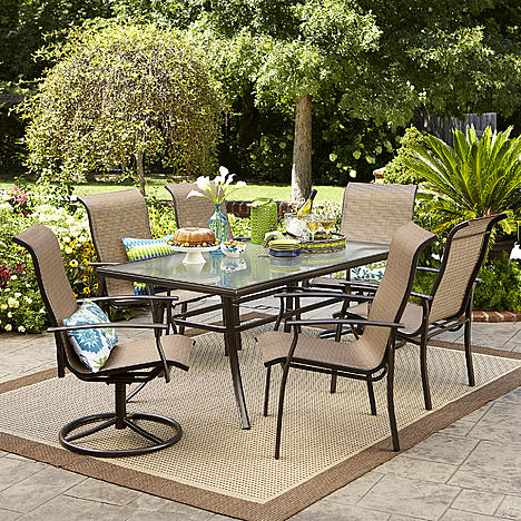 Normally $600, this dining set is 50 percent off (Photo via Sears)