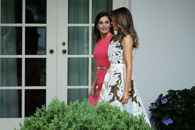 WASHINGTON, DC - JUNE 19: U.S. first lady Melania Trump (R) and Queen Letizia of Spain walk along the Rose Garden Colonnade before entering the Oval Office at the White House June 19, 2018 in Washington, DC. The Spanish royals visited San Antonio, Texas, and New Orleans, Louisiana, before traveling to Washington to meeting with Trump. (Photo by Chip Somodevilla/Getty Images)