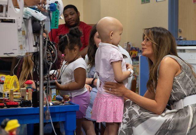 "US First Lady Melania Trump speaks with patient Essence Overton, 4 years old, following a roundtable discussion on neonatal abstinence syndrome (NAS) during a visit to Monroe Carell Jr. Children's Hospital at Vanderbilt in Nashville, Tennessee, July 24, 2018, as part of her ""Be Best"" campaign. (Photo credit: SAUL LOEB/AFP/Getty Images)"