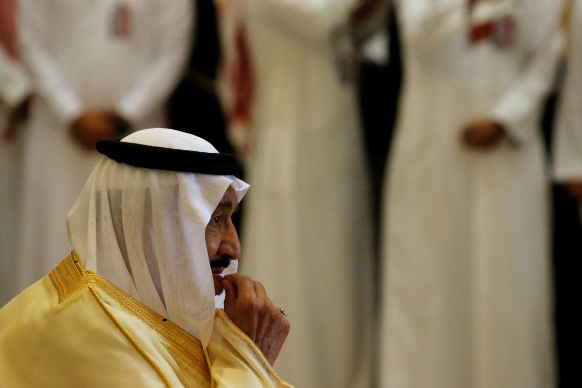 Saudi Arabia's King Salman bin Abdulaziz Al Saud waits to greet U.S. President Donald Trump, as he arrives to attend a summit of Gulf Cooperation Council leaders in Riyadh, Saudi Arabia May 21, 2017. REUTERS/Jonathan Ernst